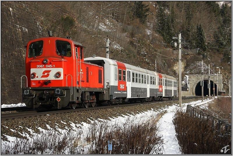2067 045-1 St.Michaelbõl tart Leobenbe egy Alagut-mentõvonattal a Galgenberg-alaguthoz fotó