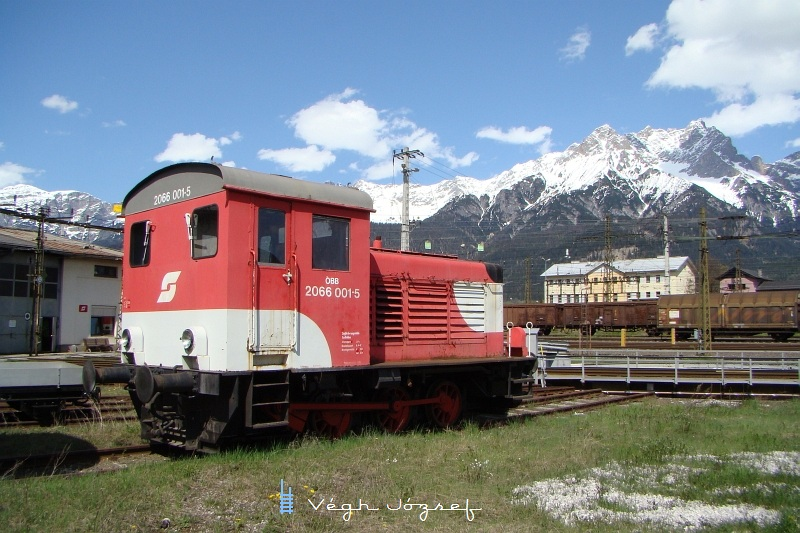 2066 001-5 egy a 2067-es sorozathoz nagyon hasonló 147Kw teljesítményü tolatómozdony  fotó
