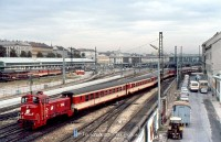 A 2067 069-9 plyaszmu mozdony 1987 oktber 8-n a Wien Westbahnhofon rendezte a szemlykocsikat