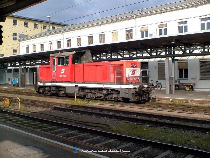 2068 013-8 pályaszámu mozdony Graz Hbf.-on pózol Tasnádi Tamás kamerája elött 2007. október 7-én fotó