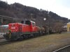A frissen feljtott 2068 009-6 az Innsbruck West plyaudvaron lv&#337; vagonm&#369;helybe tolja be a forgalombl kisorozott, hibs kocsikat
