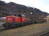 A frissen felújított 2068 009-6 az Innsbruck West pályaudvaron lévő vagonműhelybe tolja be a forgalomból kisorozott, hibás kocsikat
