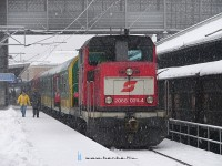 The 2068 029-4 shunting GySEV/Raaberbahn coaches at Wiener Neustadt in a heavy snowfall