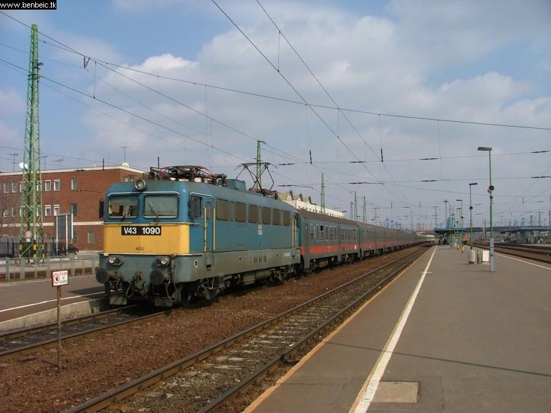 V43 1090 Debrecenben fotó