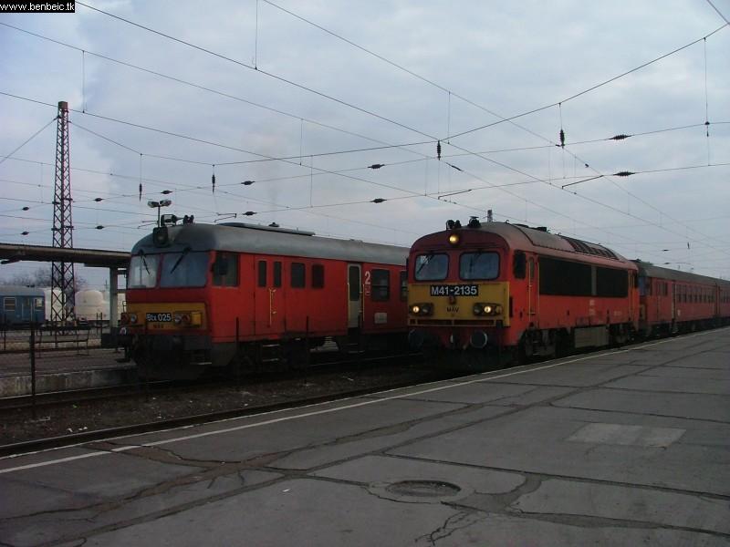 Btx 025 és M41 2135 Füzesabonyban fotó