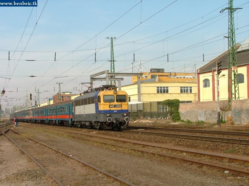 V43 2353 Pestszentlõrinc állomáson fotó