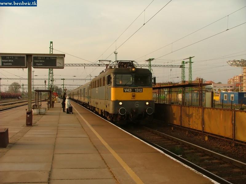 V43 1312 Tatabánya állomáson fotó