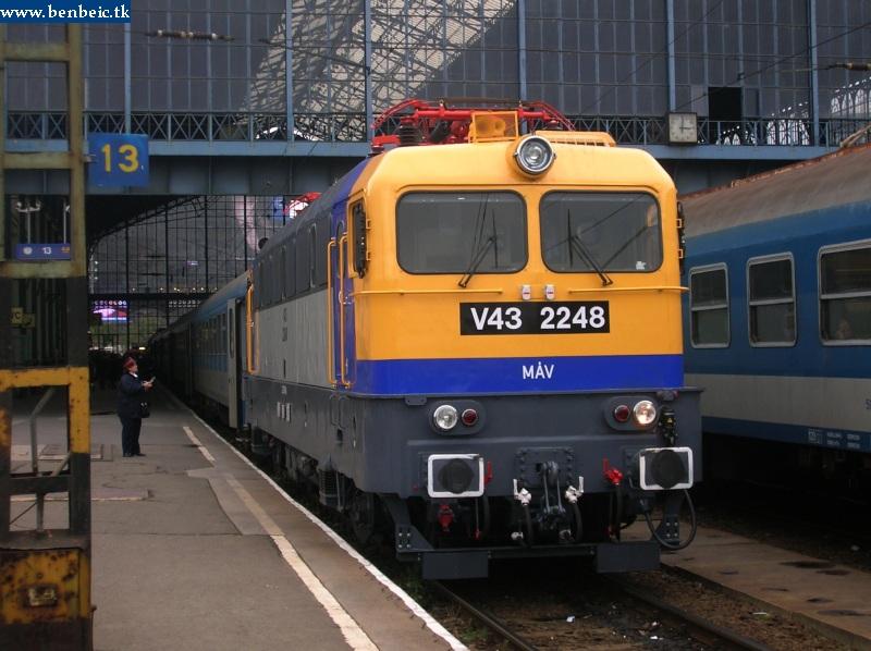 V43 2248 a Nyugati pályaudvaron fotó