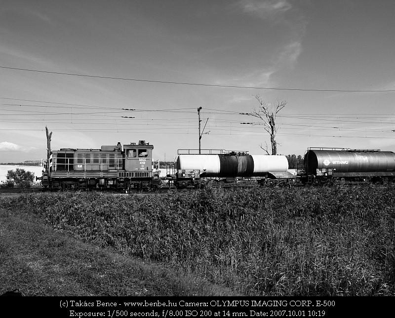 M44 419 a tolatós tehervonattal Nagytétény-Diósd állomás bejáratánál fotó