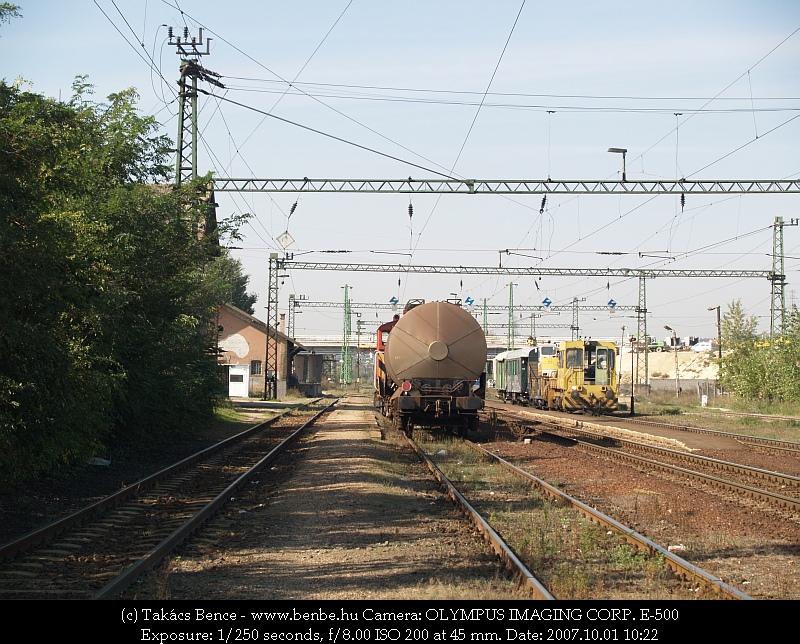 Az UDJ és a tolatós tehervonat Nagytétény-Diósd állomáson fotó