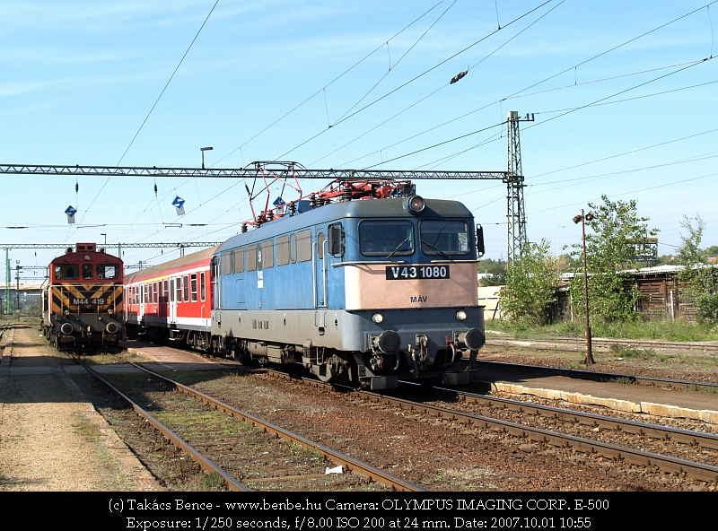 The M44 419 returned from the industrial siding to Nagytétény-Diósd. V43 1080 is passing by photo