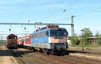 The M44 419 returned from the industrial siding to Nagyt�t�ny-Di�sd. V43 1080 is passing by