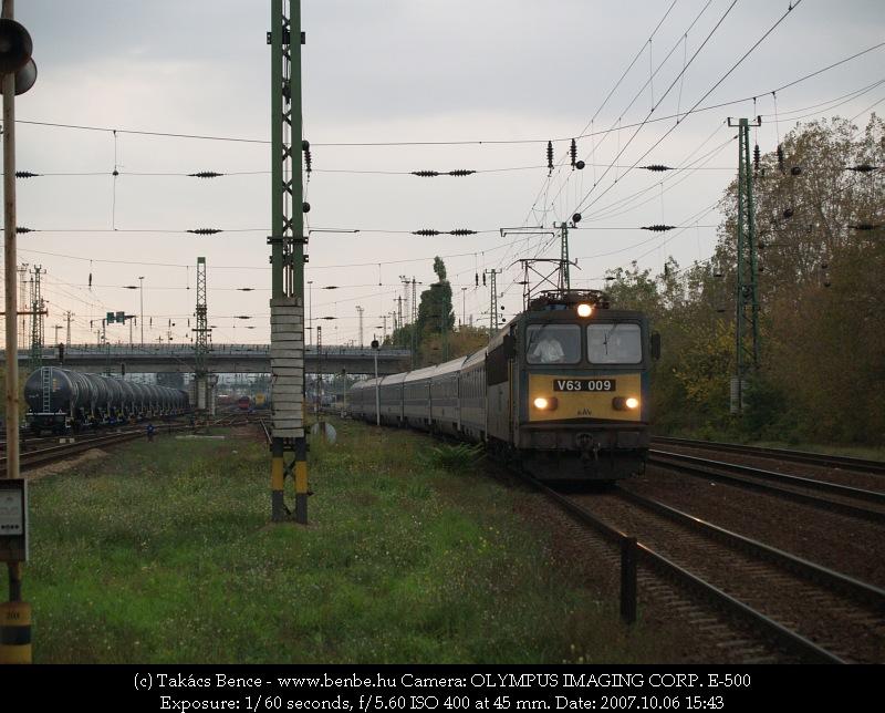 V63 009 halványsárga elõkéjével fotó