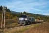A ŽSSKC 746 006-6 Gáspárd és Bikás között egy rönkszállító tolatós tehervonat élén az őszies tájban