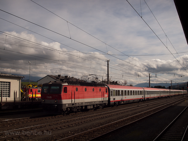 The ÖBB 1144 233 seen at Ma photo