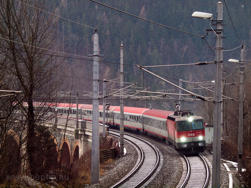 The ÖBB 1144 020 seen betwe picture