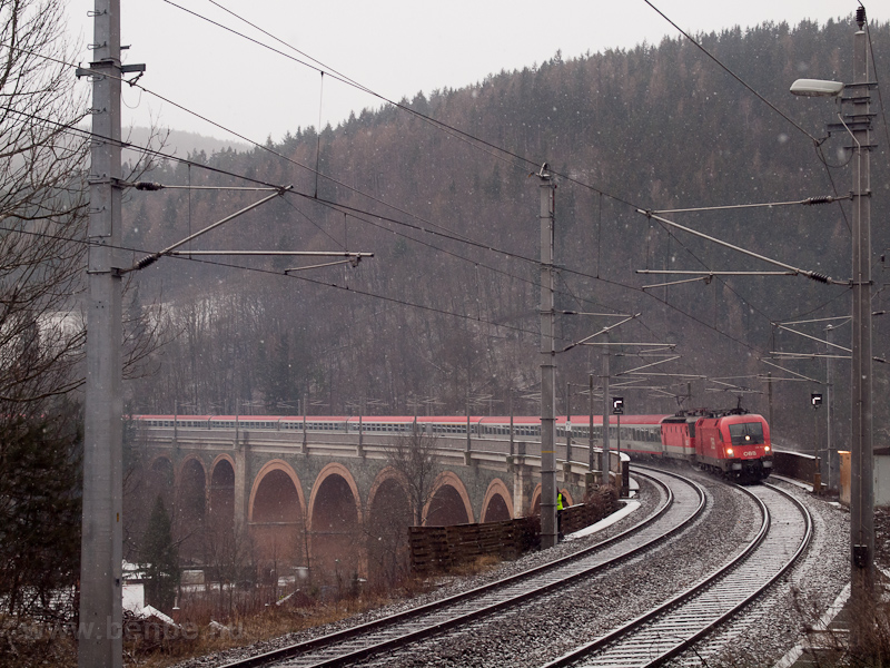 The ÖBB 1116 117-1 seen bet picture