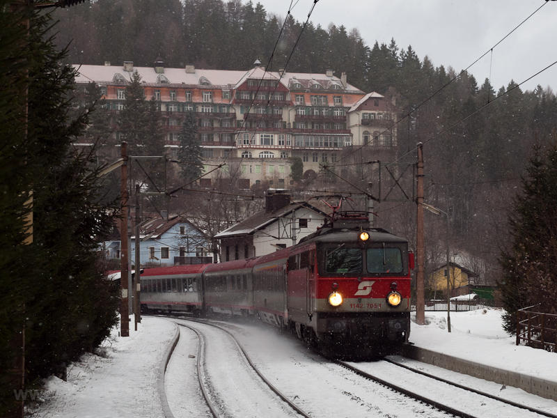 The ÖBB 1142 705-1 seen at Wolfsbergkogel photo