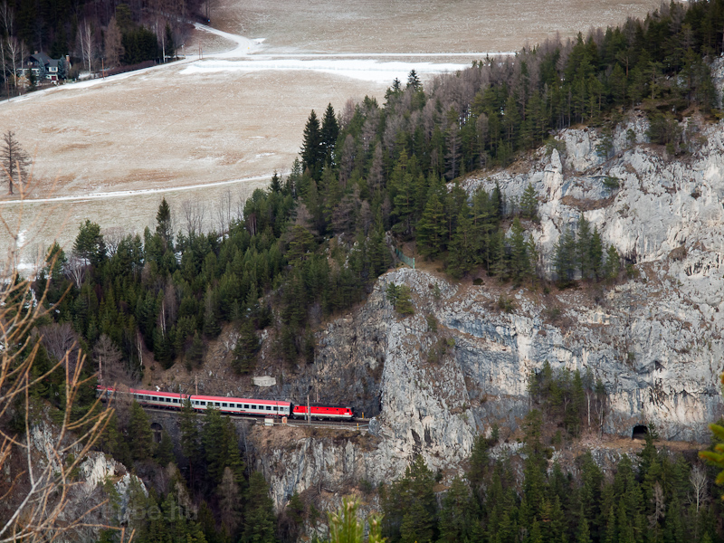 The previously seen ÖBB 114 picture