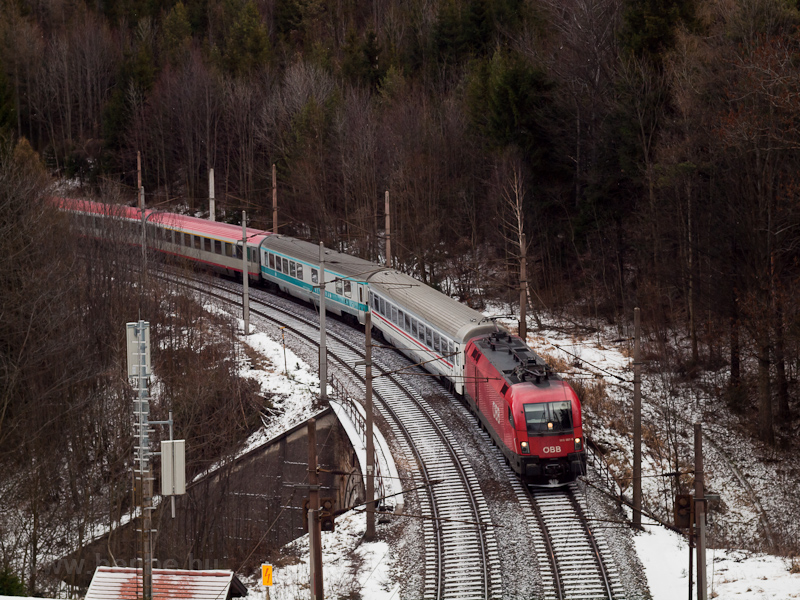 The ÖBB 1116 087 seen between Wolfsbergkogel and Breitenstein photo