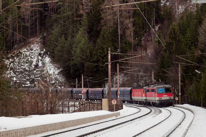 The ÖBB 1142 613-7 seen at  photo