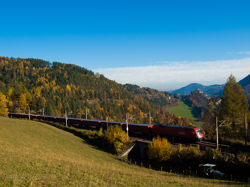 An ÖBB Taurus is seen hauling a freight train between Klamm-Schottwien and Breitenstein photo