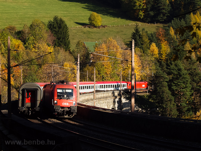 The ÖBB 1116 066-0 seen between Klamm-Schottwien and Breitenstein on the Wagnergraben-Viadukt photo