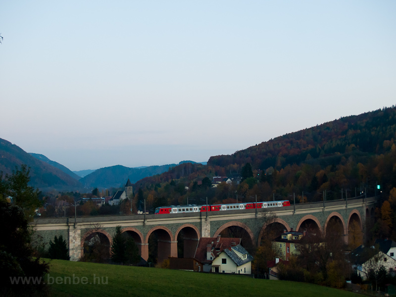 The ÖBB 4020 314 seen betwe photo