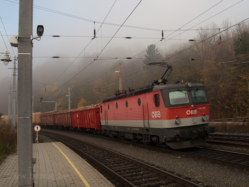 The ÖBB 1144 029 seen at Pa photo
