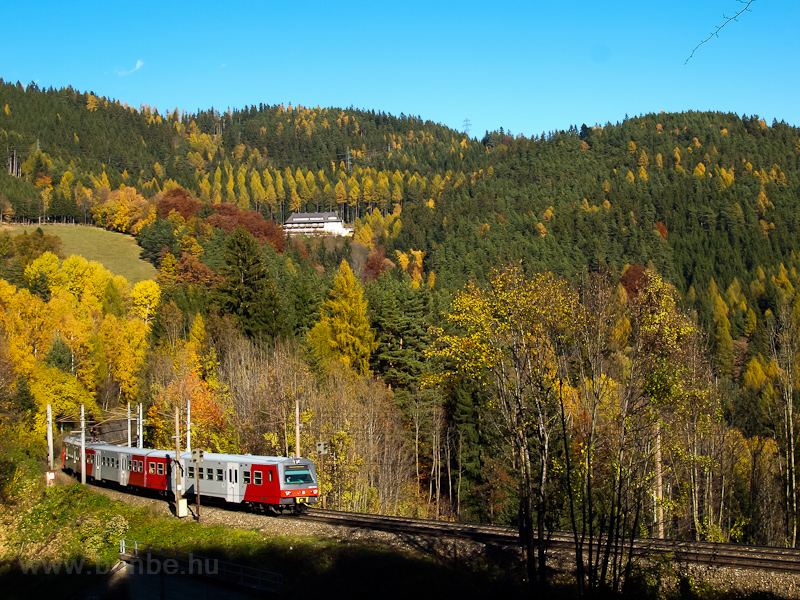 The ÖBB 6020 314 is seen be photo