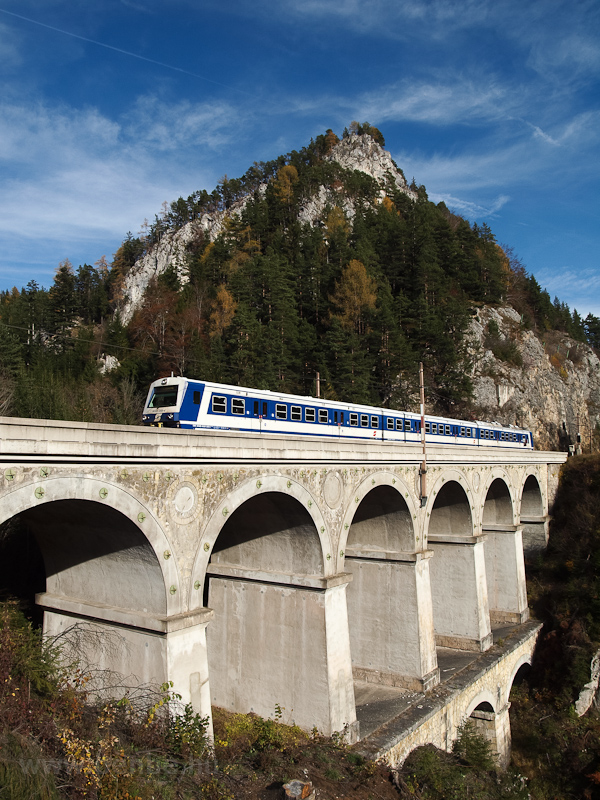 The ÖBB 6020 288 seen betwe photo