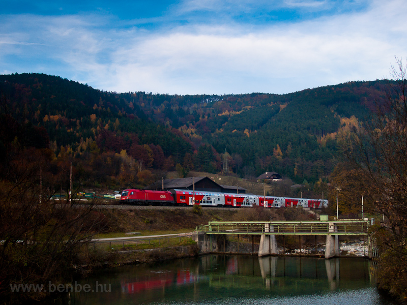 An ÖBB 1116 seen near a dam photo