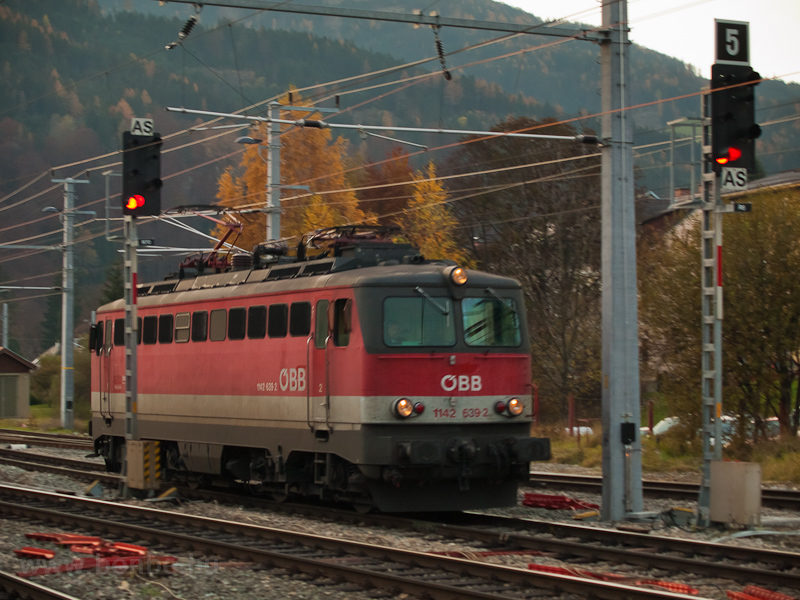 The ÖBB 1142 639-2 seen at  photo