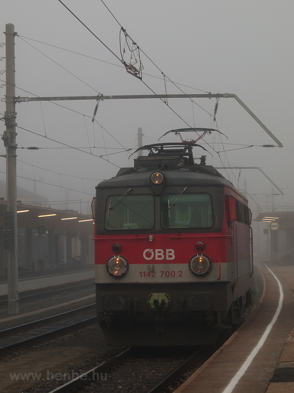 The ÖBB 1142 700-2 seen at  photo
