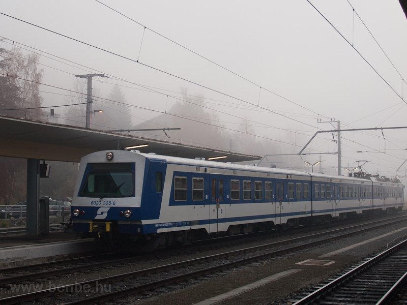 The ÖBB 6020 305 seen at Mü photo
