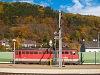 ÖBB 1142 sorozatú villanymozdony várakozik tológépi szerepére Gloggnitz állomáson