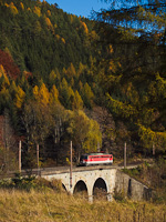 The ÖBB 1142 601 seen between Breitenstein and Klamm-Schottwien on the Rumplergraben-viadukt