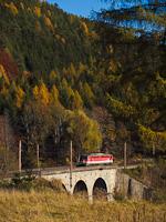 Az ÖBB 1142 601 Breitenstein és Klamm-Schottwien között a Rumplergraben-viadukton