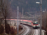 The ÖBB 1144 020 seen between Küb and Payerbach-Reichenau