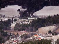 Az előbb látott ÖBB 1144-es IC a Breitenstein állomáson