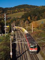 Az ÖBB 1144 029 és párja tol fölfelé egy fűrészporvonatot a Semmering északi rámpáján Breitensteinnél