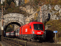 The �BB 1016 018 seen between Wolfsbergkogel and Breitenstein in the Kleines Krausel-Tunnel