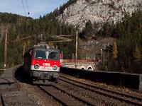 Az ÖBB 1142 700-2 Wolfsbergkogel és Breitenstein között tológépes szolgálaton a Kalte Rinne-Viadukton