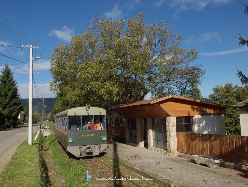 M 06-401 Szokolya-Mányoki megállóhelyen fotó