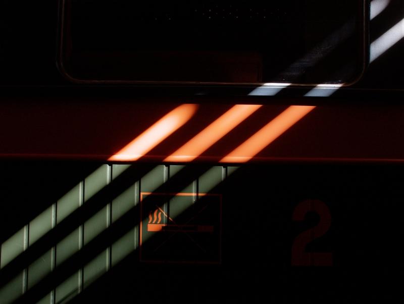 A Királyréti Erdei Vasút szalonkocsijának oldala fotó