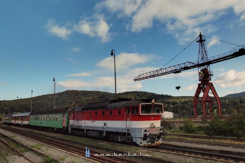 A 754 036-2 pályaszámú, Blonski-festésű Búvár Végles (Víglas) állomáson fotó