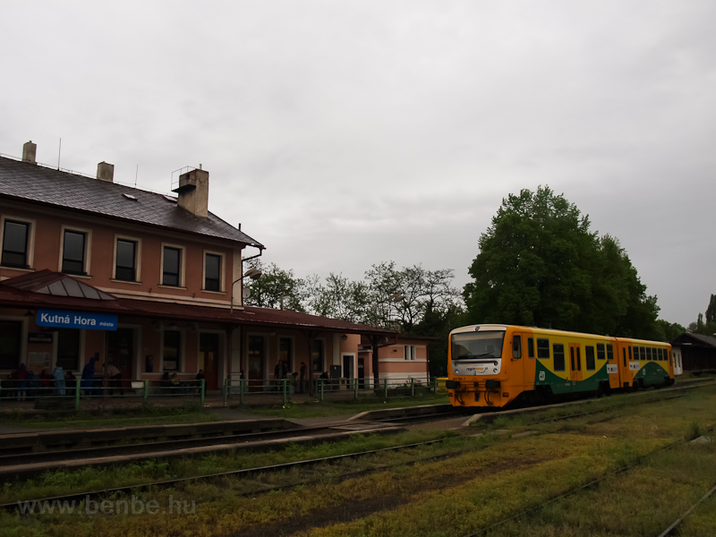 Az 914 187-4 dízel motorkocsi Kutná Hora mesto állomáson fotó