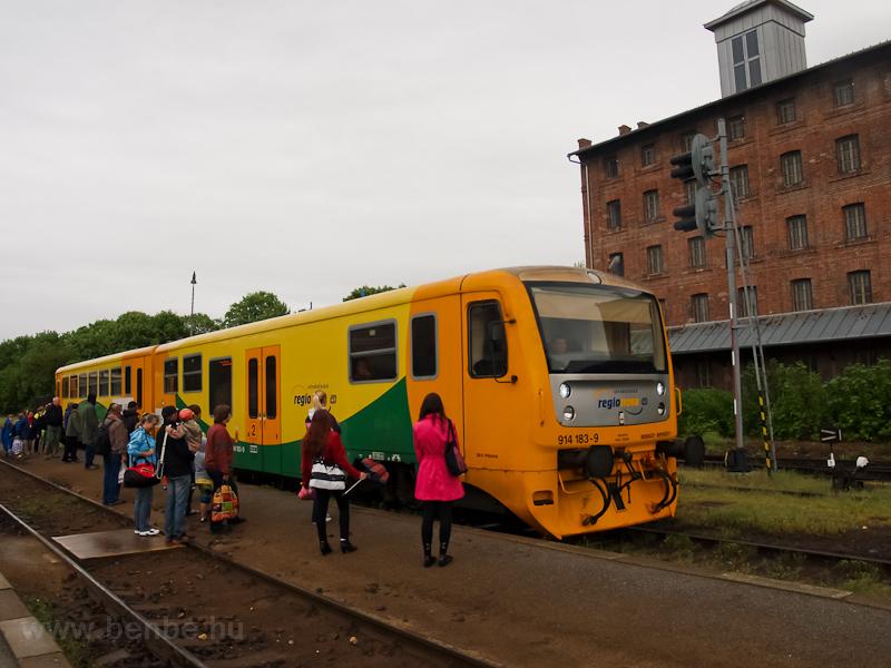Az 914 183-9 dízel motorkocsi Kutná Hora mesto állomáson fotó