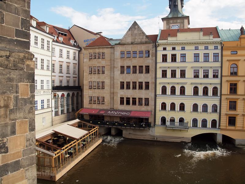 Prága - régi malmok a Károly-hídnál fotó