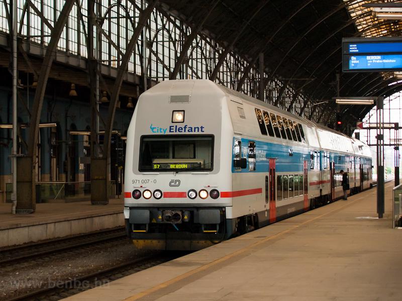 A ČD 971 007-0 Praha hlavní nádražín fotó